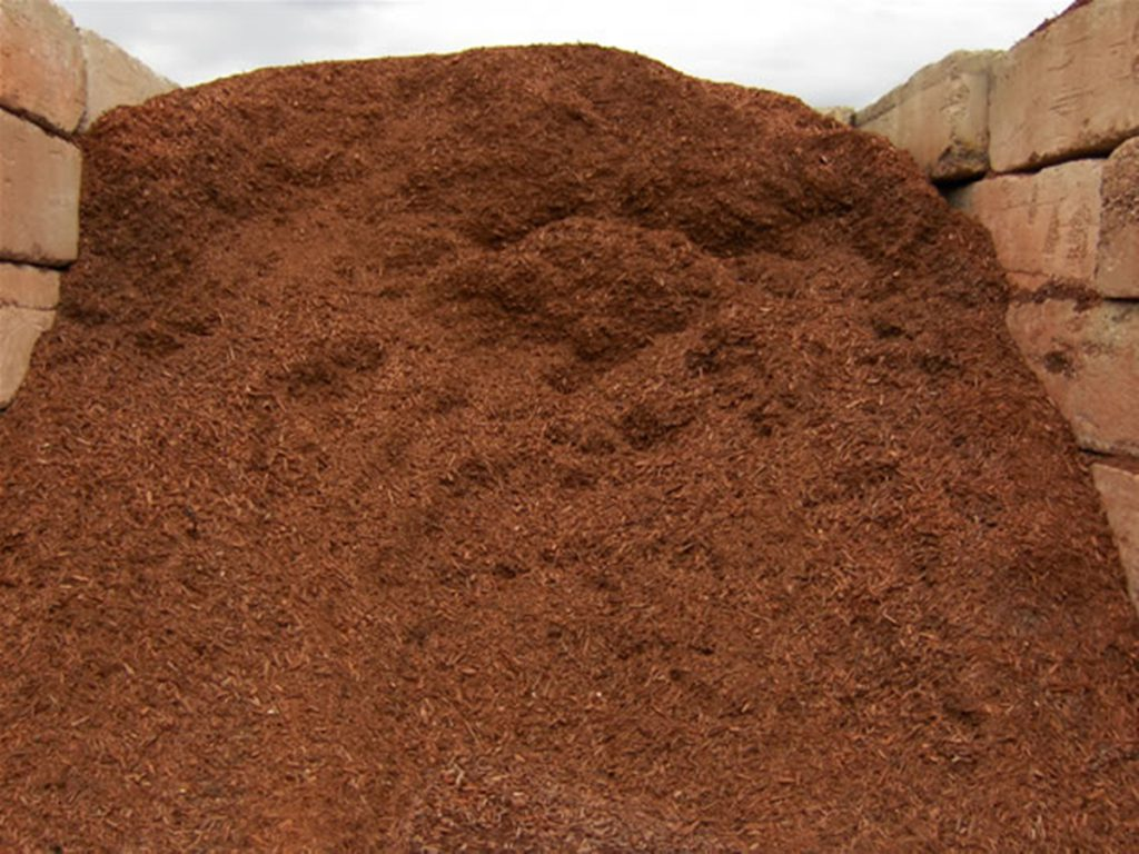 red_mulch_landscape-materials-streetscape-064